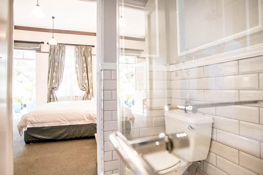 Hotel bedroom ensuite bathroom