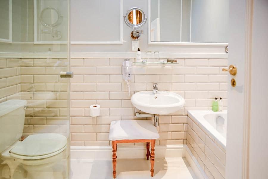 Hotel white bathroom