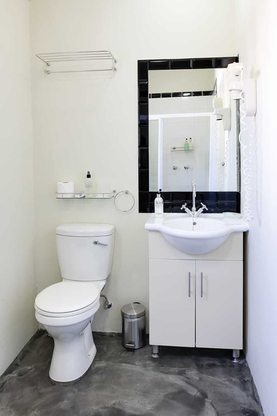 Self Catering Apartment bathroom