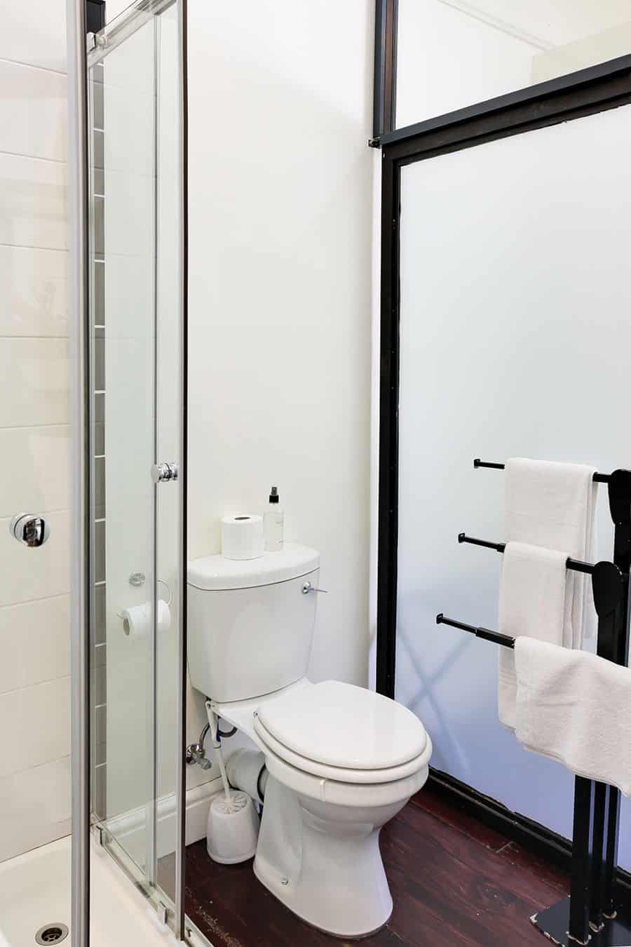 Art Deco bathroom self catering area